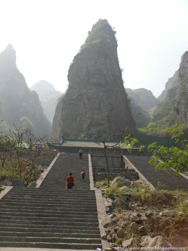 神农山风景区位于河南省沁阳市(县级市,隶属焦作市)境内,是世界地质