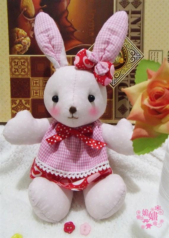 新画的图纸,本来是准备做个小熊的,想到刚好是中秋节,就做成兔子了.