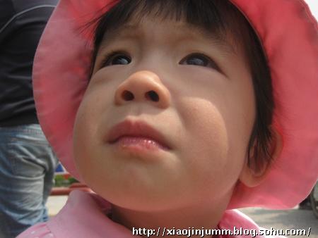 粉色太阳帽宝宝