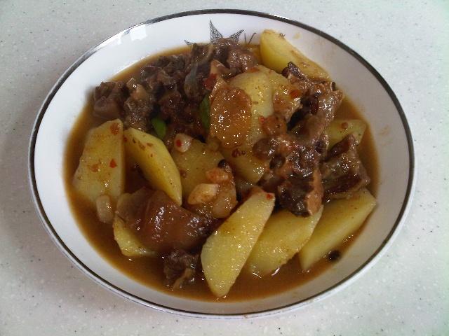 牛腩焖土豆 酱猪脚