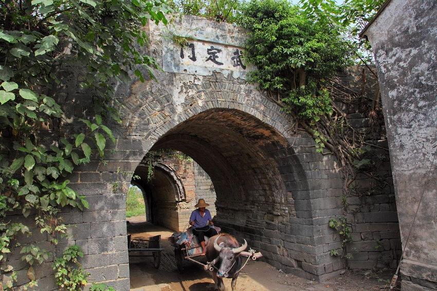 """28.""""武定门""""——中和儋州古城的北门."""