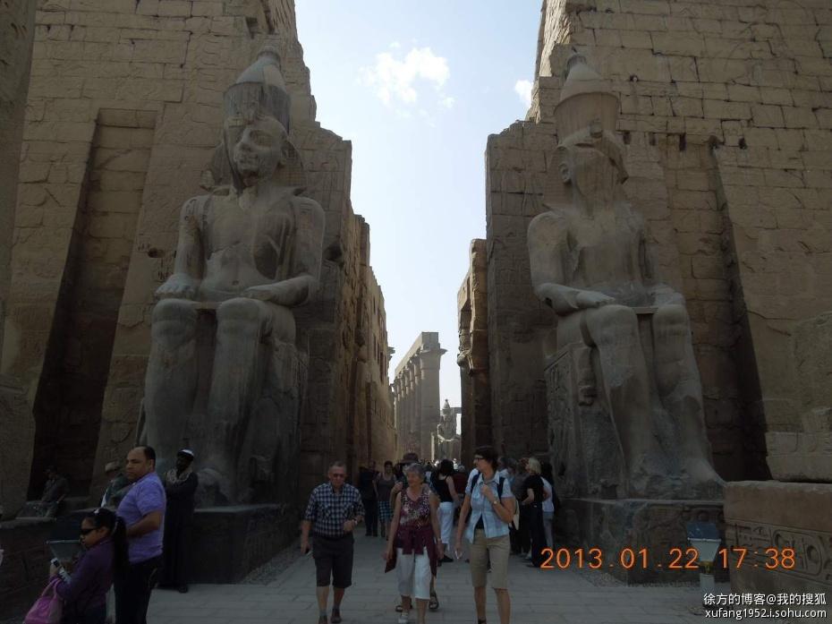 卢克索神庙的石雕像