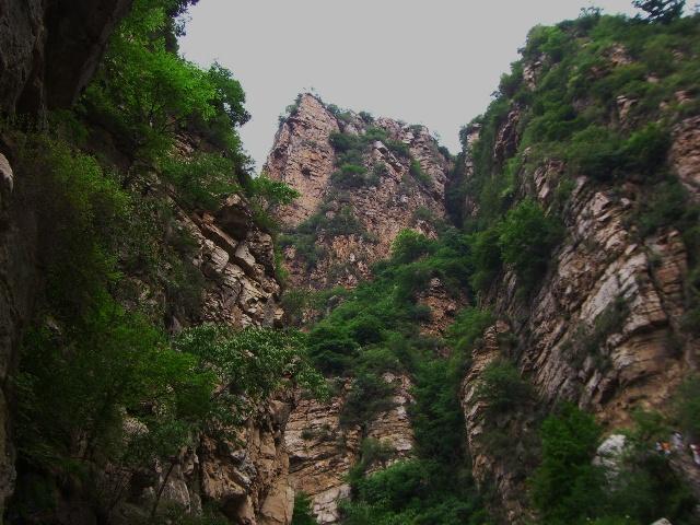 九龙潭自然风景区位于兴隆县城南13公里处