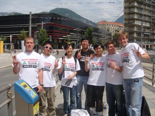 法国人和外国人,并而别感谢那几个购买赈灾t恤并加入宣传队伍