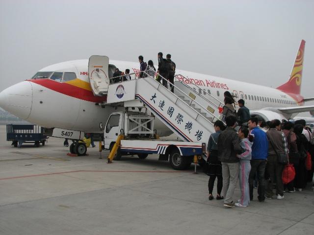 航班为海航hu7687,大连起飞,经停西安,晚上到贵阳.