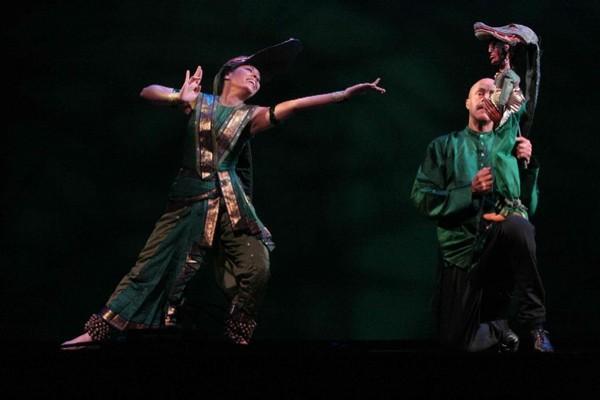 这是印度舞蹈剧(印度古代动物寓言剧),全剧通过舞蹈,音乐,腹语木偶戏