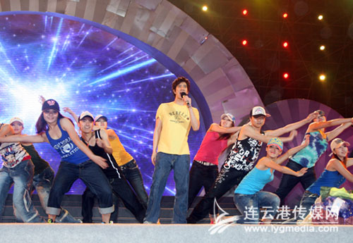 团) 张海星(总政歌舞团)   伴舞:南京市歌舞剧院 欧洲世界经典舞蹈
