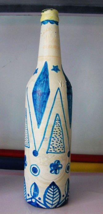 幼儿园中班白酒瓶子装饰