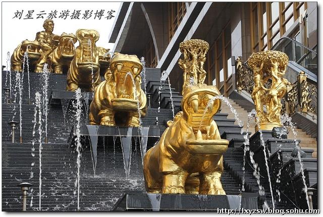 重庆的地标性建筑黄金双塔