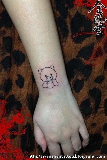 纹身女生小猪分享展示
