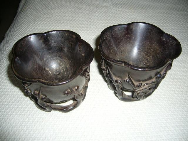梅桩紫檀杯特征:杯为小叶 紫檀木雕琢, 杯身上彖刻梅树, 杯中可明显