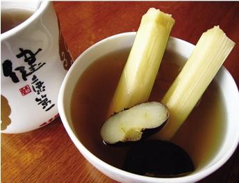 在湖北地区,民间自古习惯用甘蔗和荸荠煮水来预防流感.既