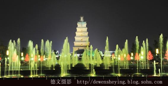 西安大雁塔音乐喷泉广场之夜