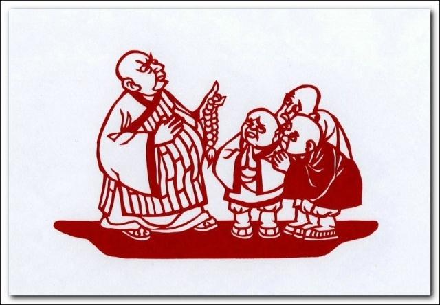 """老和尚对小和尚非常刻薄,冬天不给棉衣,还说:""""小孩儿屁股三盆火"""".图片"""