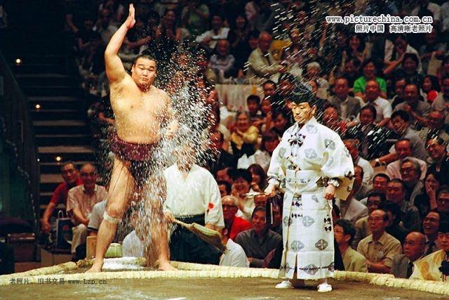 日本相扑选手的日常生活-照片中国-老照片博物馆
